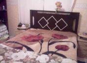 Vendo em ótimo estado - cama / colchão / escrivaninha e suporte de tv