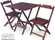 Mesa e cadeiras dobraveis em madeira marca meca