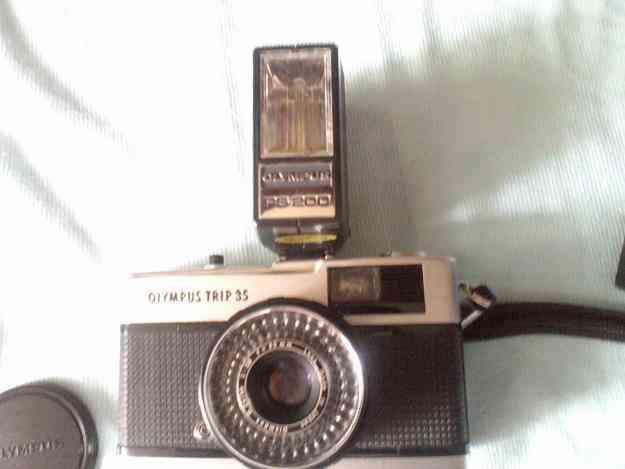 Máquina fotográfica Olympus trip 35 com flash