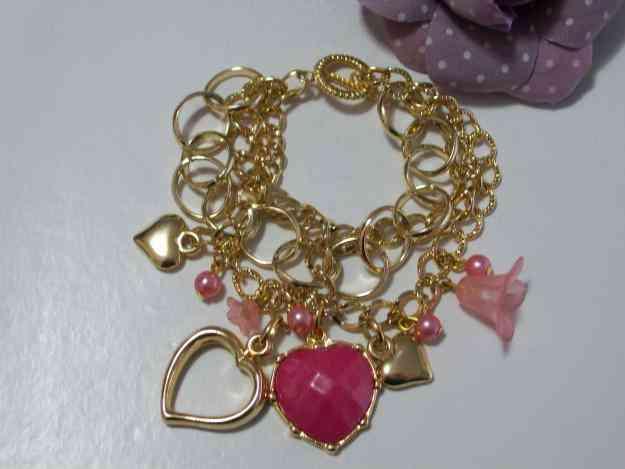Pulseira Dourada Com Coração Em Resina Pink