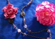 Colar em cristais e muranos com aplicação de flor em couro