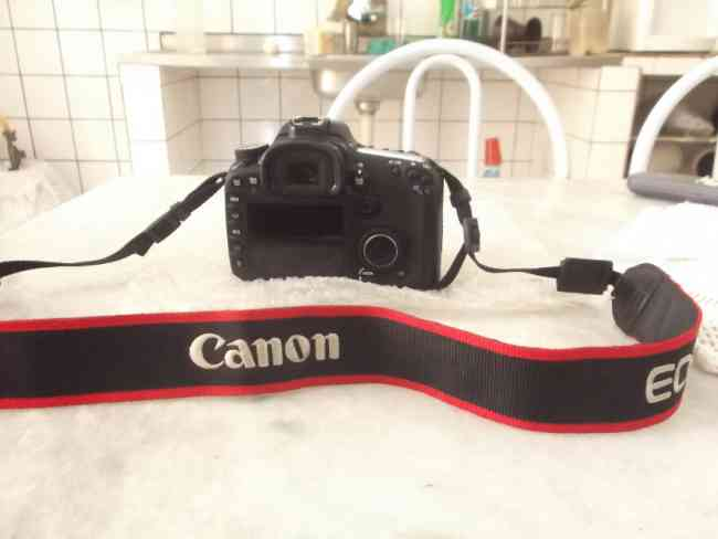 Camera Canon 7d EOS,Um mês de uso!Completa,Com nota Fiscal!!!