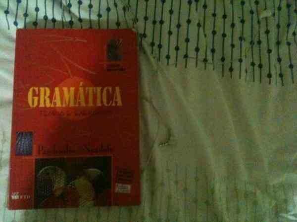 Livro de gramática teoria e exercícios