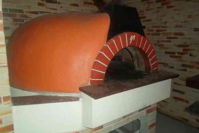 linda pizzaria montada com dois pavimentos toda em vidro alto luxo