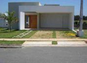 Uma linda casa com fino acabamento - condomínio fechado