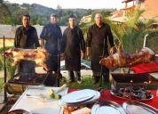 Churrasco com porco no rolete, boi, garrote, carnes exÓticas etc...