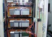 Eletricista de montagens de painéis e força e controle